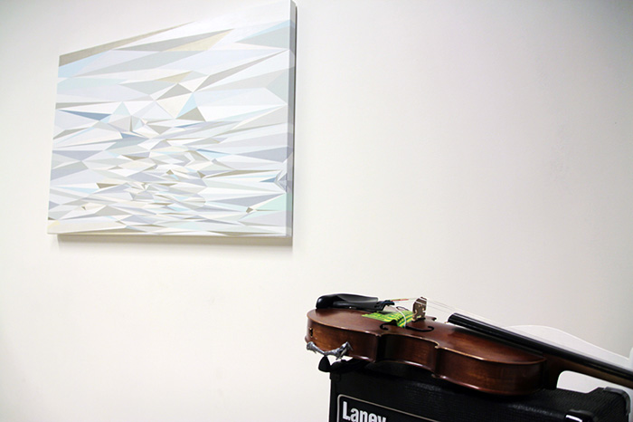 White Violin Waves, akryl na plátně, 100 x 140 x 6 cm, 2013