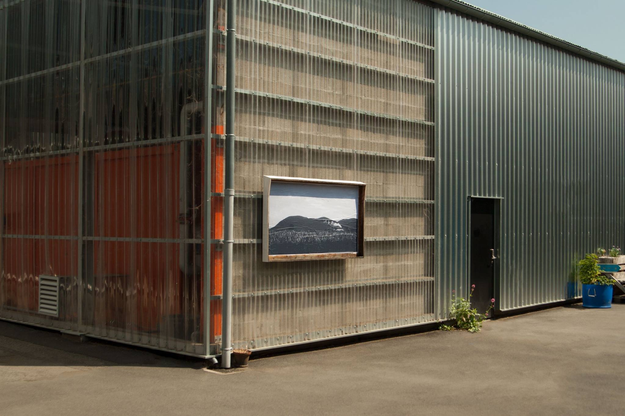Urban Space 16 200 cm² display panel presenting visuals